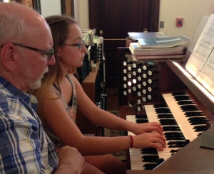 Delaney play the organ for the first time!